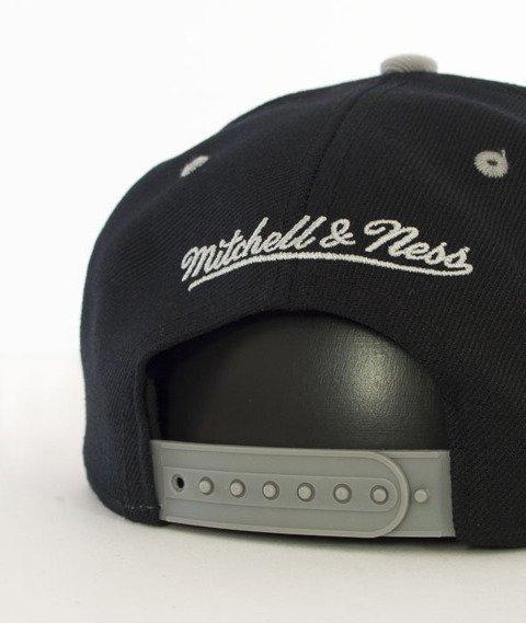 Mitchell & Ness-2 Tone Team Arch Chicago Blackhawks Snapback ND12Z Czarny/Szary